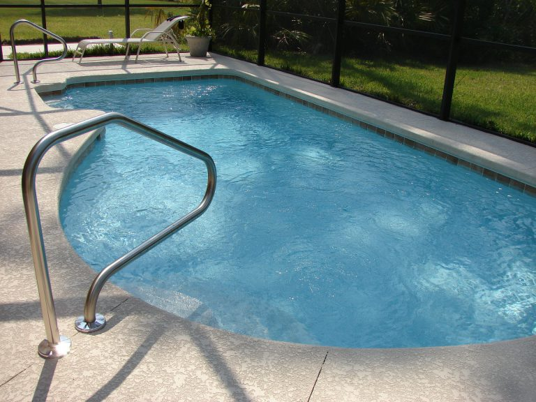 5 Pro Tips on How to Prevent a Swimming Pool From Getting Damaged